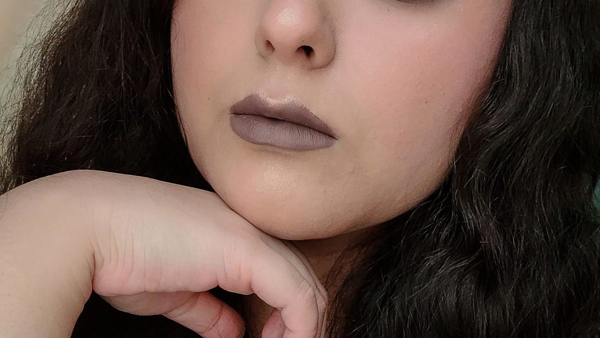 Monochrome look with cool browns.