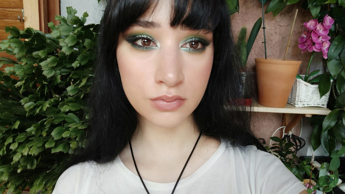 🌵 Today I decided to match my makeup to the background!  🍃