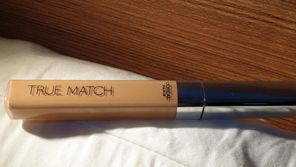 Why aren't more people talking about this drugstore corrector ?!  It looks so natural and radiant, I'm in love !!