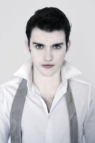 Makeup inspiration : Best easy vampire makeup for guys